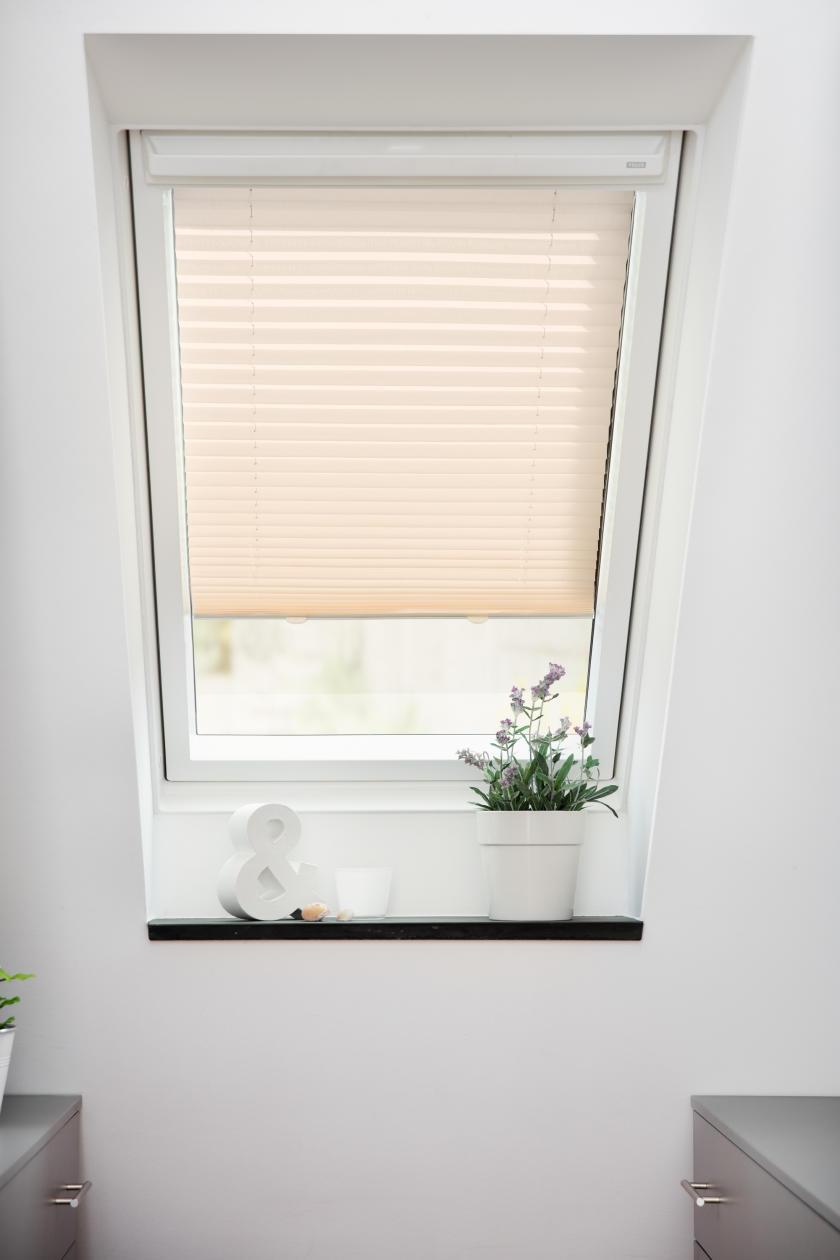 dachfenster plissee haftfix ohne bohren rollo velux sonnenschutz ebay. Black Bedroom Furniture Sets. Home Design Ideas
